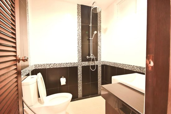 Chalong Mansion: bathroom