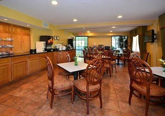 Quality Suites: Breakfast room