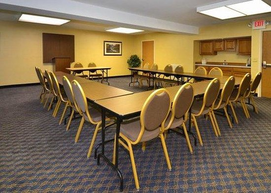 Quality Suites: Meeting Room