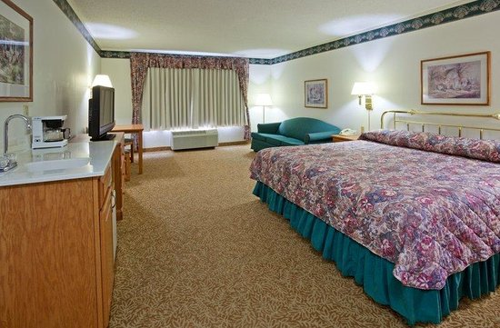Country Inn & Suites By Carlson, Detroit Lakes : CountryInn&Suites DetroitLakes  GuestRoomKing