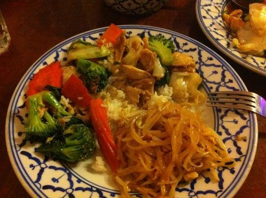 Mema thai chinese cuisine lihue restaurant reviews for Asian cuisine kauai