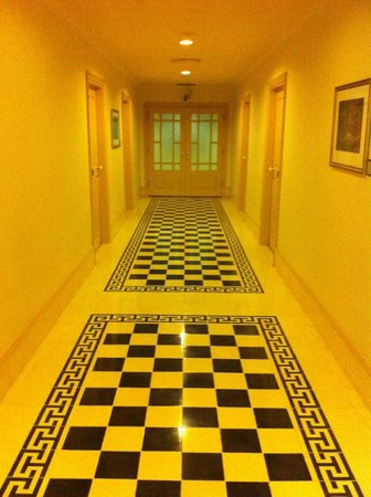 Raffles Grand Hotel d'Angkor:                   Love the choice of tiles and colours.