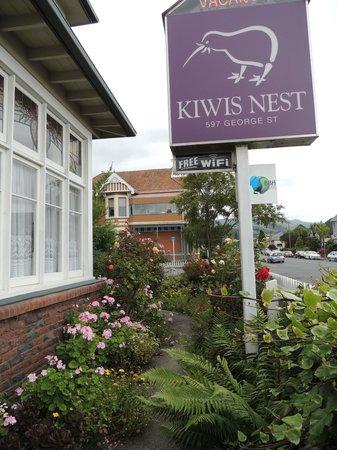 Kiwis Nest: 手入れされた庭