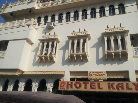 Hotel Kalyan: View From Outside