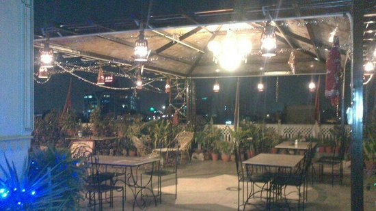 Hotel Kalyan: Roof Top Restaurant