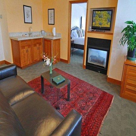 Camel's Garden Hotel & Condominiums: Suite King