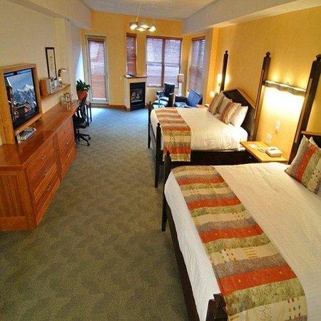 Camel's Garden Hotel & Condominiums: Deluxe Queens