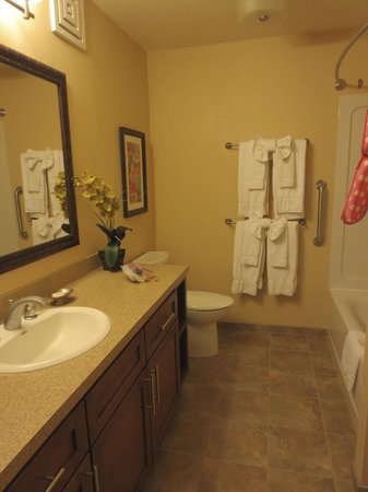 Pono Kai Resort: Updated Bathroom