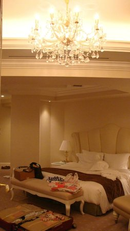 Hotel La Suite Kobe Harborland:                   房間內的水晶燈