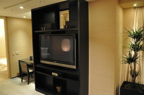 Park Hyatt Tokyo: Suite lounge