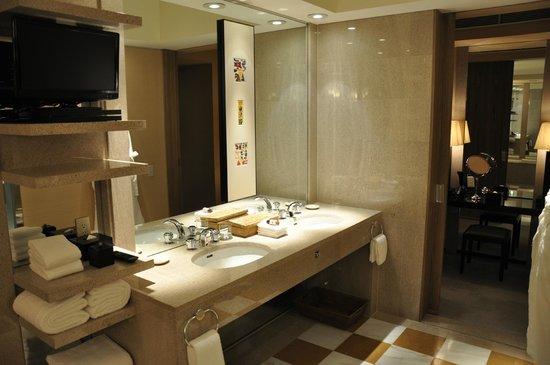 Park Hyatt Tokyo: Suite bathroom