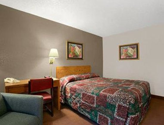 Super 8 Twinsburg/Cleveland Area: Single Queen Room