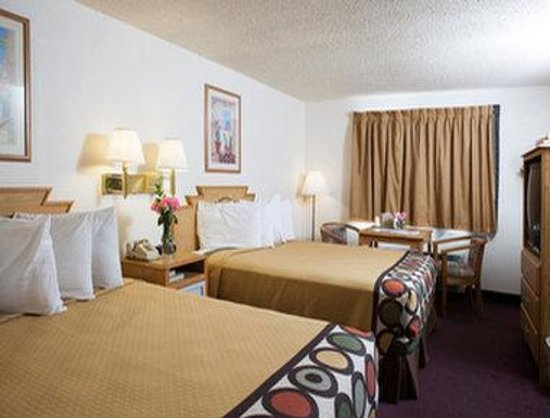 Super 8 Santa Fe: Standard Two Double Bed Room