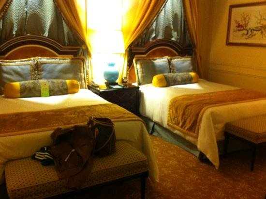 The Venetian Macao Resort Hotel: comfy beds...