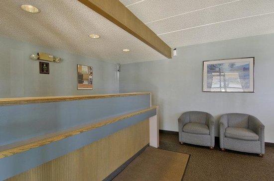 Red Roof Inn Columbia: Lobby