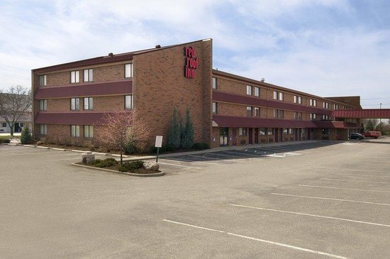 Worthington Red Roof Inn: Inn Exterior