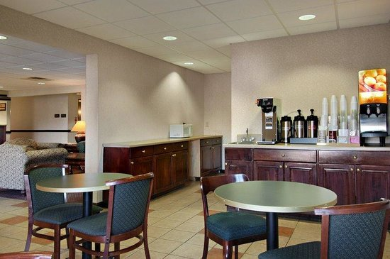 Red Roof Inn Hendersonville: Breakfast Area