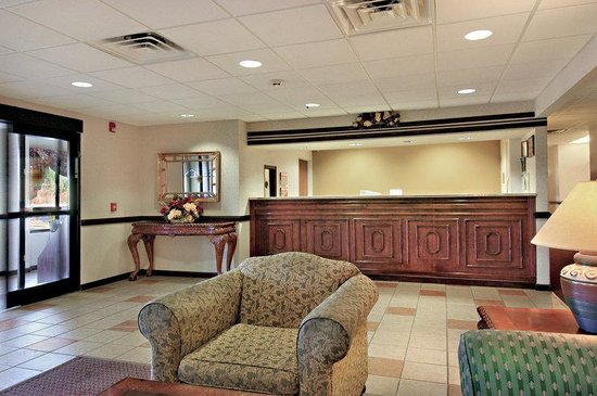 Red Roof Inn Hendersonville: Lobby