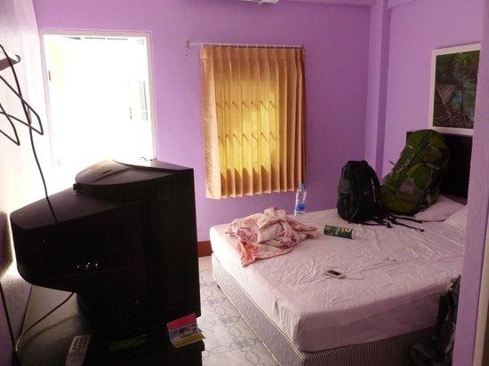 SP Guesthouse & Tour:                   Griotty, unclean little room.
