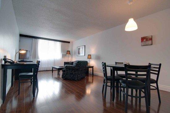 La Tour Belvedere: Suite Livingroom