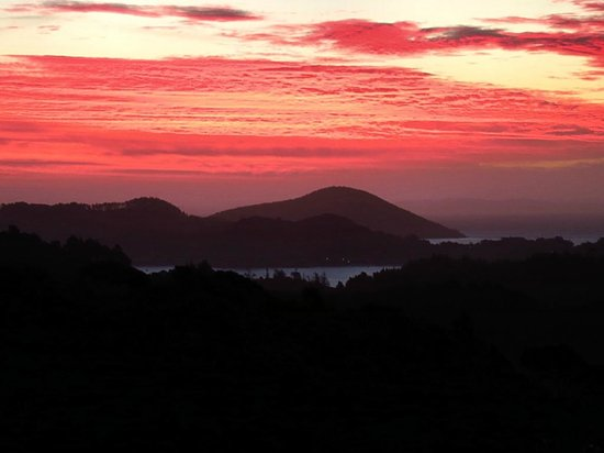 Buffalo Lodge:                   Coromandel sunset