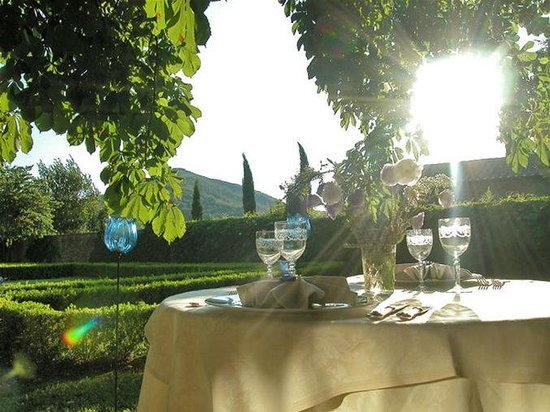 Villa di Piazzano: Restaurant terrace