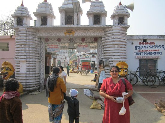 Digha, Ấn Độ:                   Entrance of the temple.