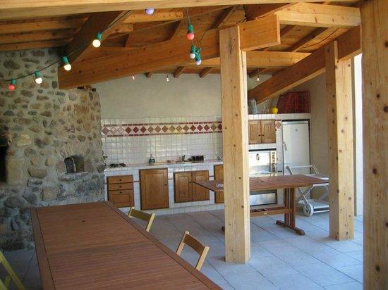 Le Moulinage d'Ardeche : Cuisine d'été pour les chambres d'hôtes