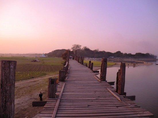 Ponte U Bein: le pont au coucher de soleil
