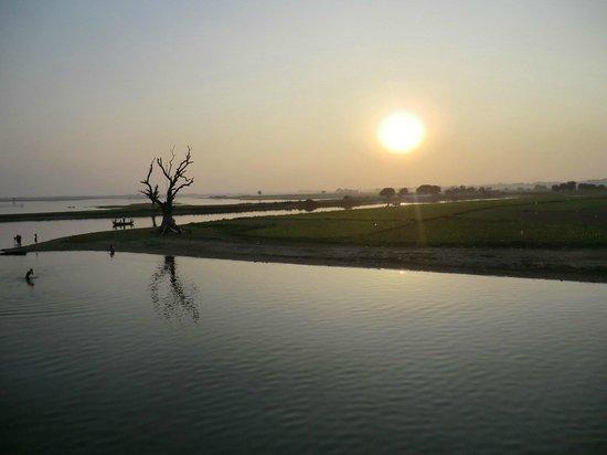 สะพานอูเบอิน: Le soleil se couche