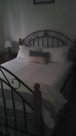 Santa Fe Apartments:                   Main Bedroom