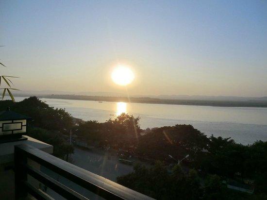 Ayarwaddy River View Hotel: Vue du toit terrasse