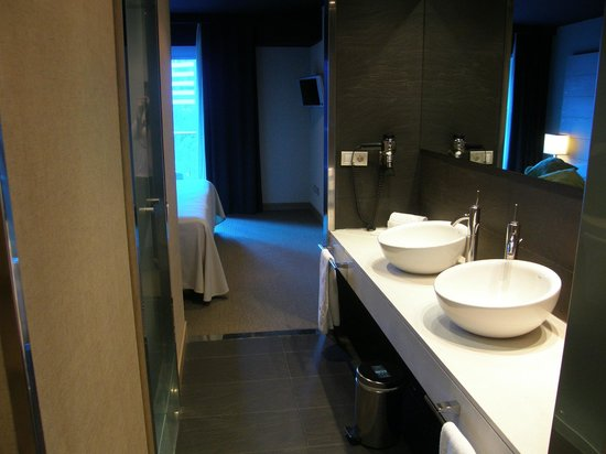Hesperia Bilbao: Bathroom