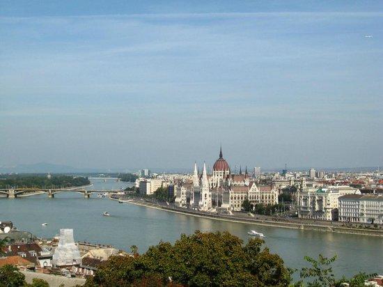 Hotel Parlament: Vista Pest da Buda