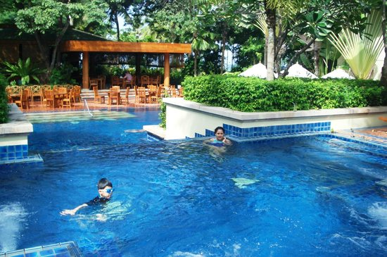 Hyatt Regency Hua Hin :                   Regency club pool