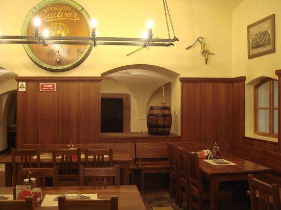 Brewery Hotel U Medvidku:                   Ресторан U-Medvidku