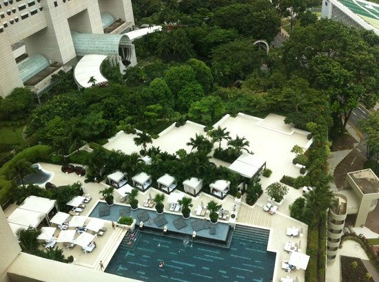 Mandarin Oriental, Singapore: Pool area view from Club Harbour Room