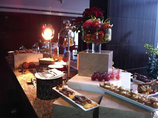 Mandarin Oriental, Singapore: Oriental Club Christmas afternoon tea display