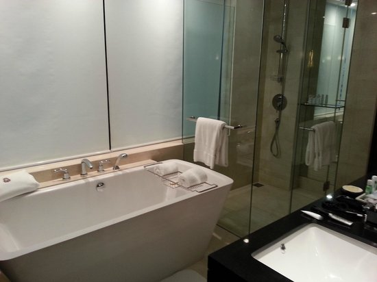 The St. Regis Bangkok: Grand Deluxe Room- Bathroom