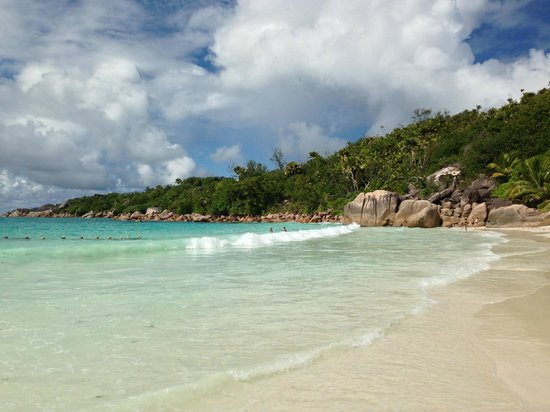 Raffles Seychelles : Anse Lazio Beach, 10 minutes from the hotel