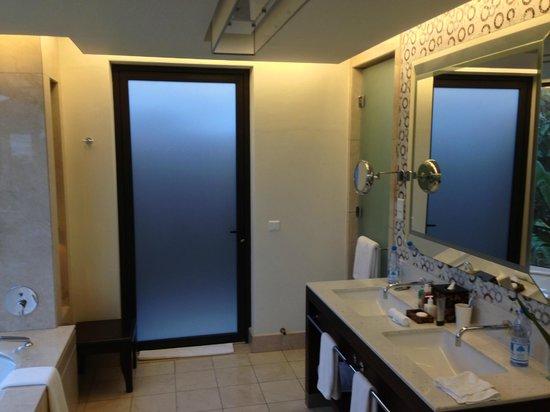 رافلز براسلين سيشيلز: Bathroom