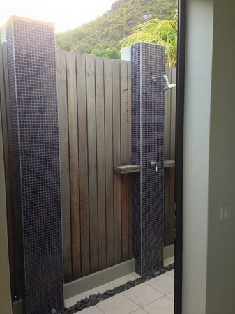 Raffles Seychelles: Outdoor shower from the villa