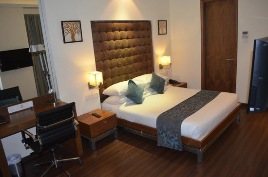 Riverview Hotel:                   the bed area