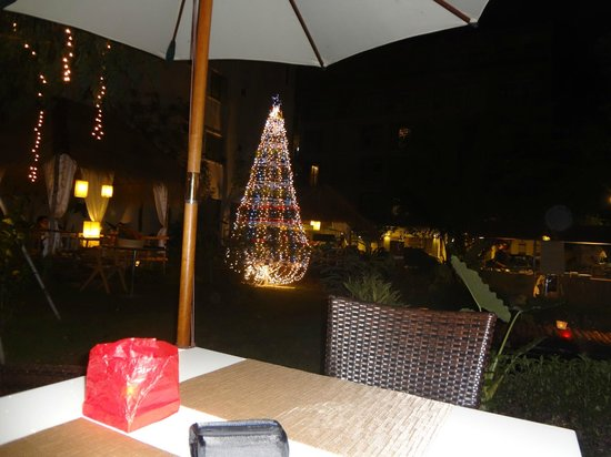 The ASHLEE Plaza Patong Hotel & Spa: Christmas decoration night view in front of the hotel
