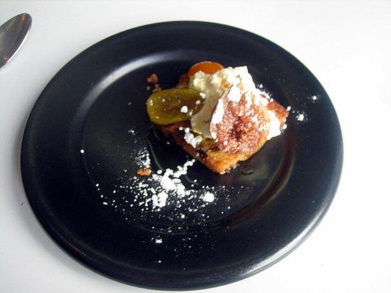 Basilico Restaurant: postre, higo, lima, y una crema,....exquisito