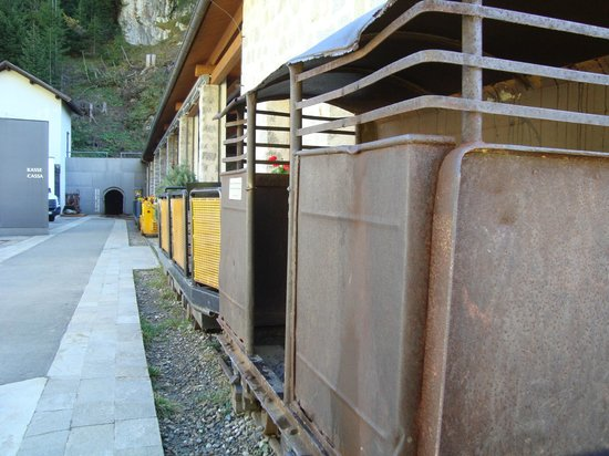 South Tyrol Museum of Mining - Predoi: vagoni per entrare in miniera