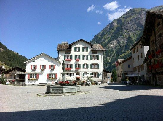 Hotel Rovanada:                   Village center
