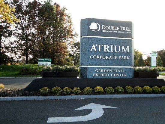 DoubleTree by Hilton Somerset Hotel & Conference Center:                                     Entrance