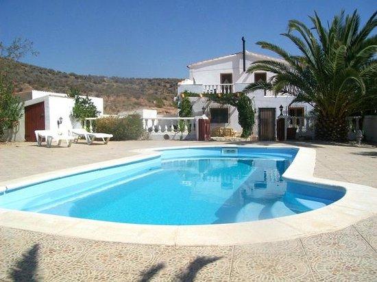 Casa Sol Bed & Breakfast:                   pool sunbathing area