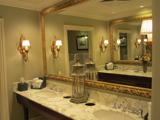 The Table Bay Hotel: Hotel Public Bathroom